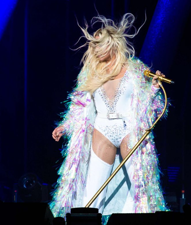 Kesha – Performs at Ruoff Home Mortgage Music Center in Noblesville
