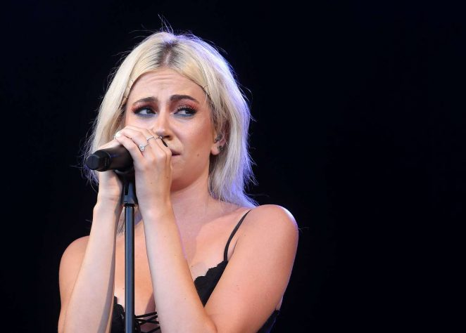 Pixie-Lott-Performance-at-Cornbury-Festival-in-Oxfordshire2