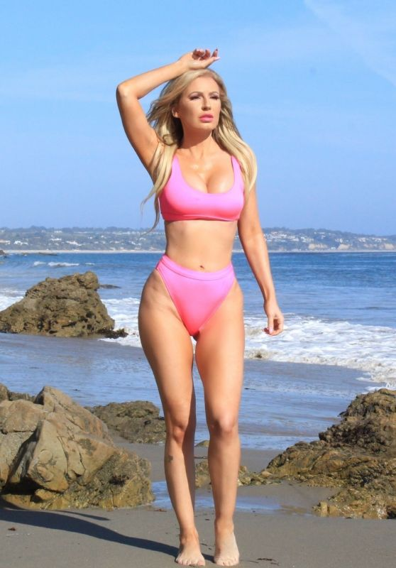 Ana-Braga-Beach-Photoshoot-in-Malibu