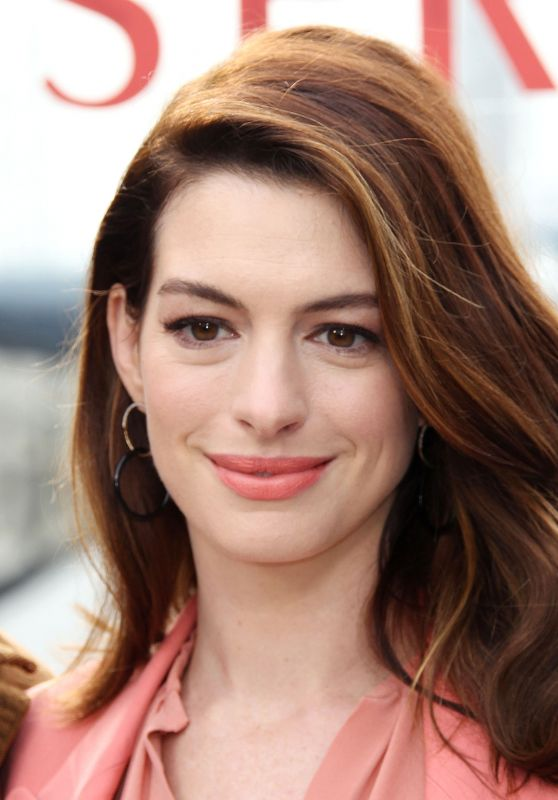 Anne-Hathaway-Serenity-Photo-Call-in-Marina-del-Rey