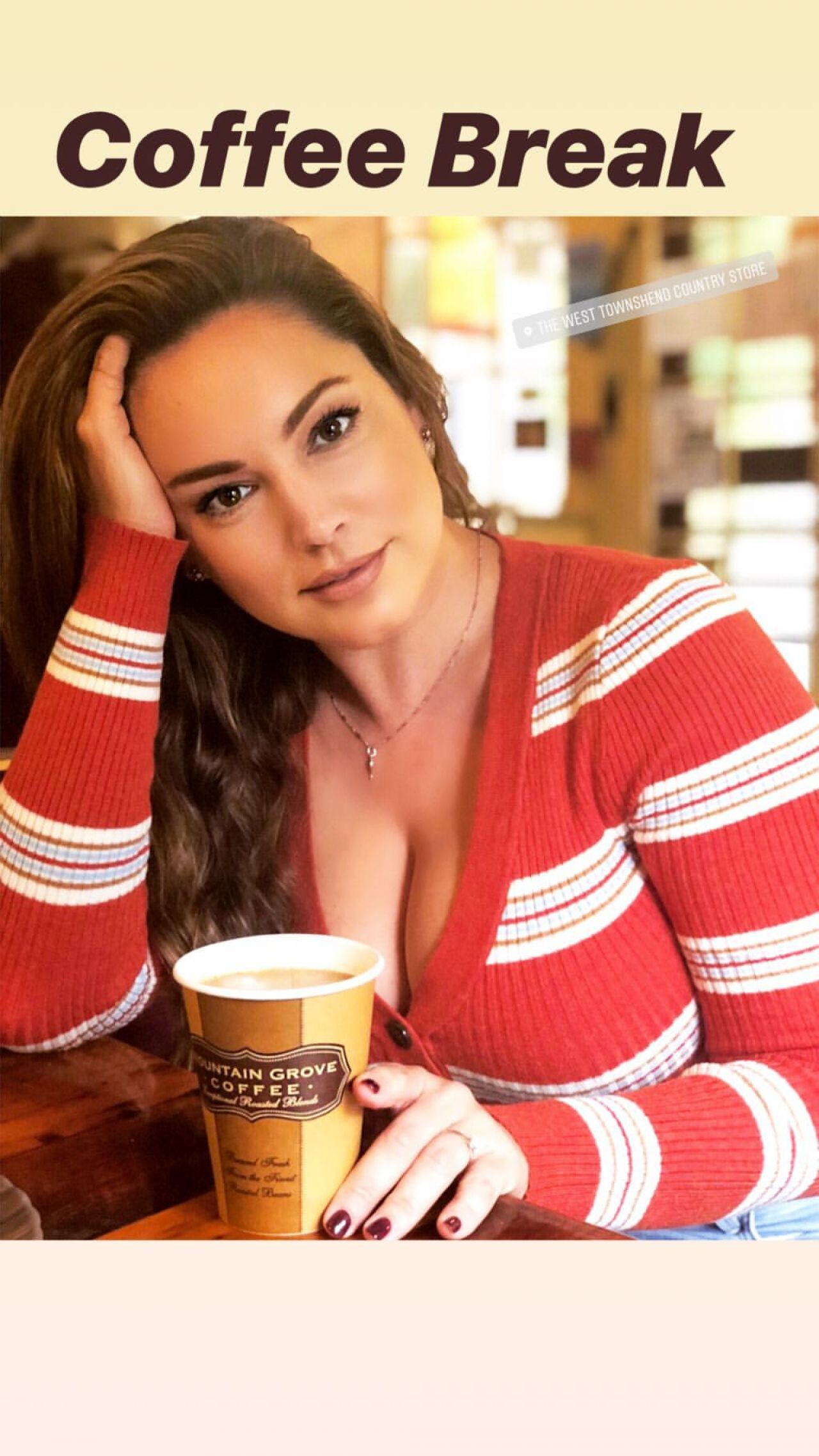 kelly-brook-personal-pics-12-31-2018-21