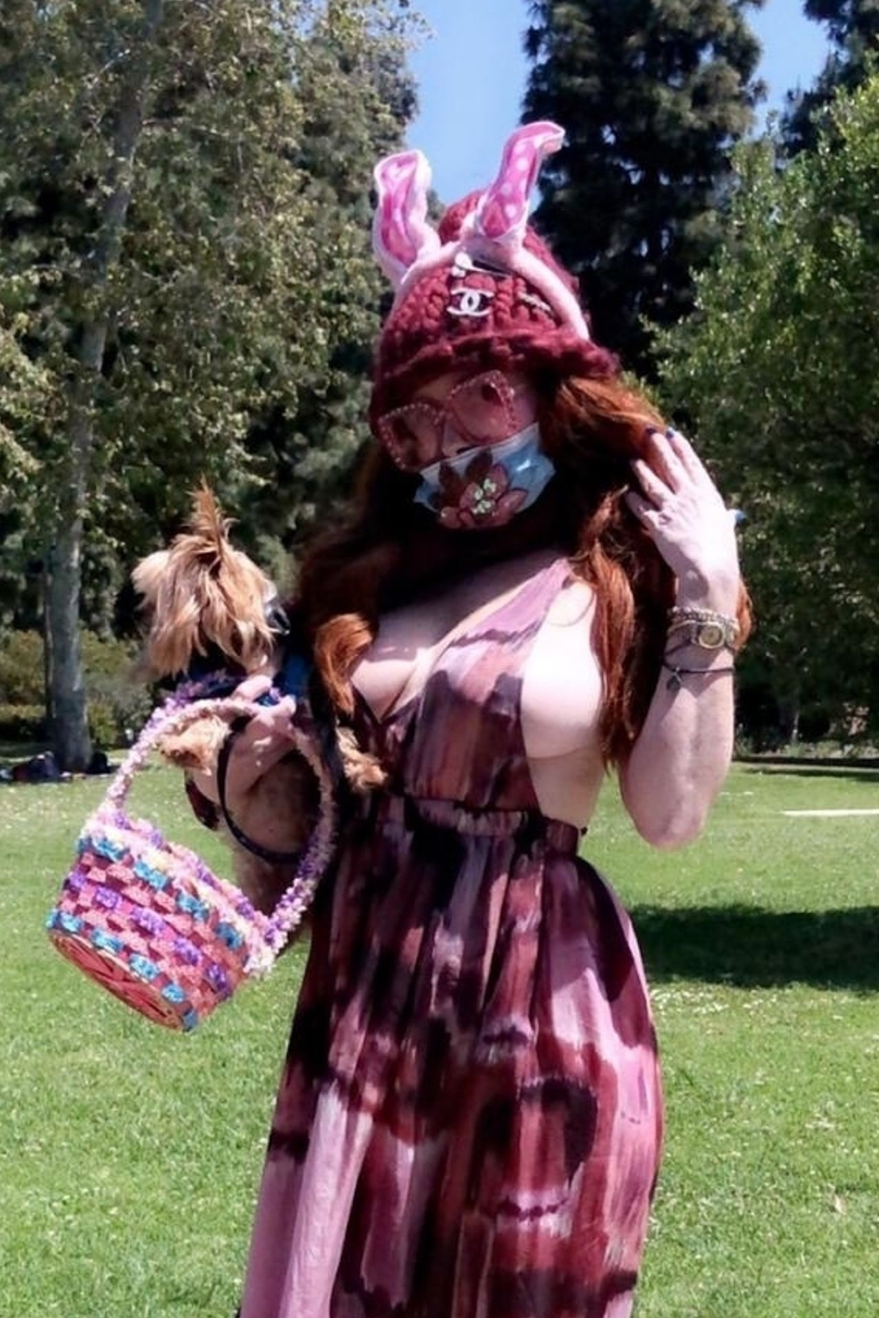 phoebe-price-wears-a-face-mask-gets-ready-to-celebrate-easter-in-west-hollywood-04-11-2020-30